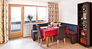 alpine lodge 2 dining room